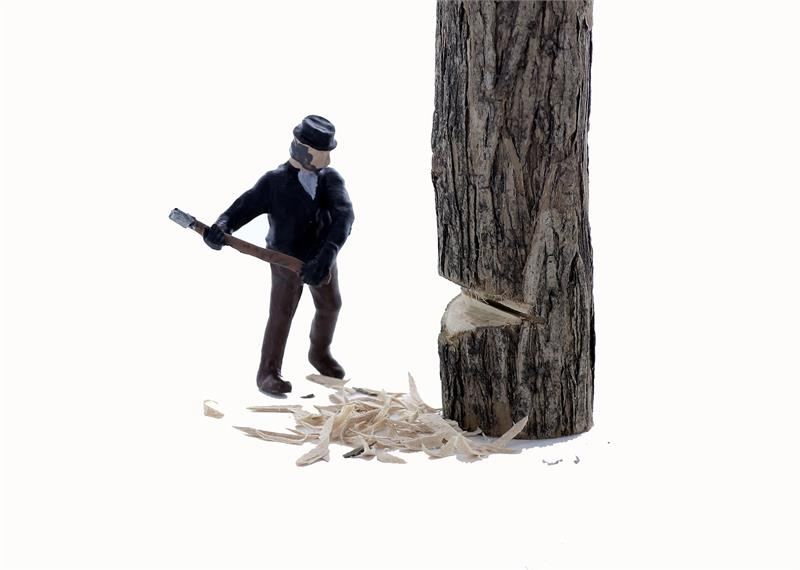 HO scale logging figures and equipment